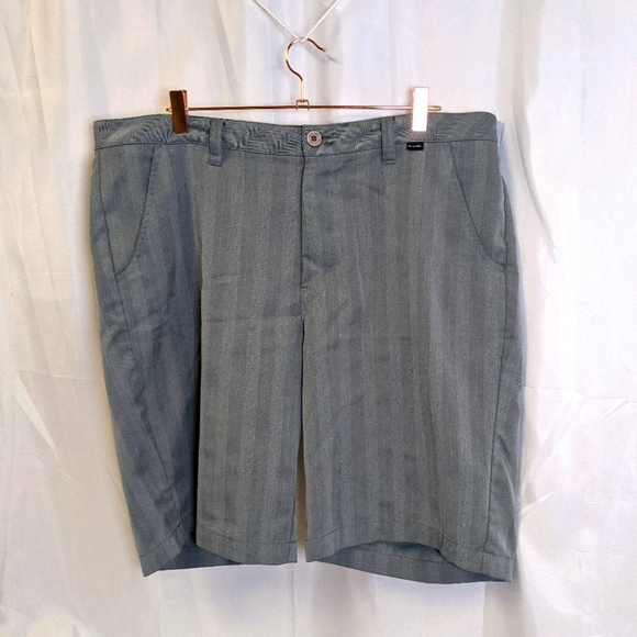 Travis Mathew Matthew Shorts Gray Stripes 38